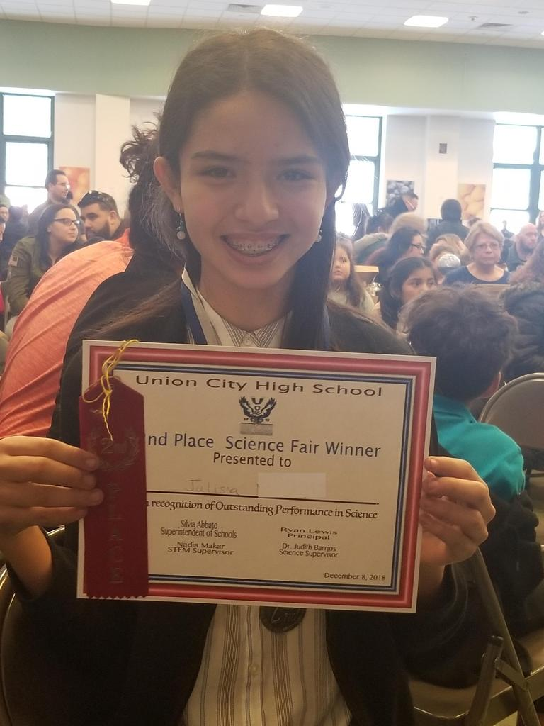uhms julissa with her first place certificate