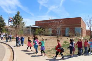 Image of students outside of Fort Lewis Mesa Elementary