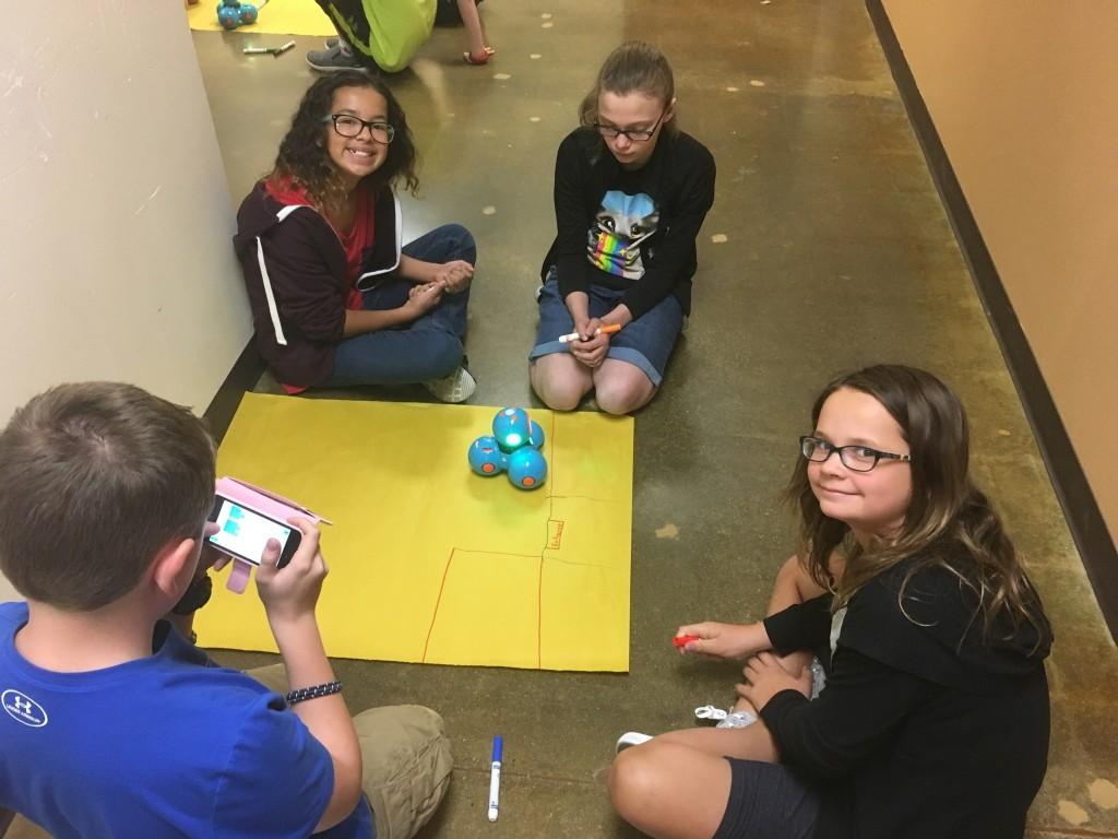 Middle schoolers program a Dash Robot to navigate a zoo.