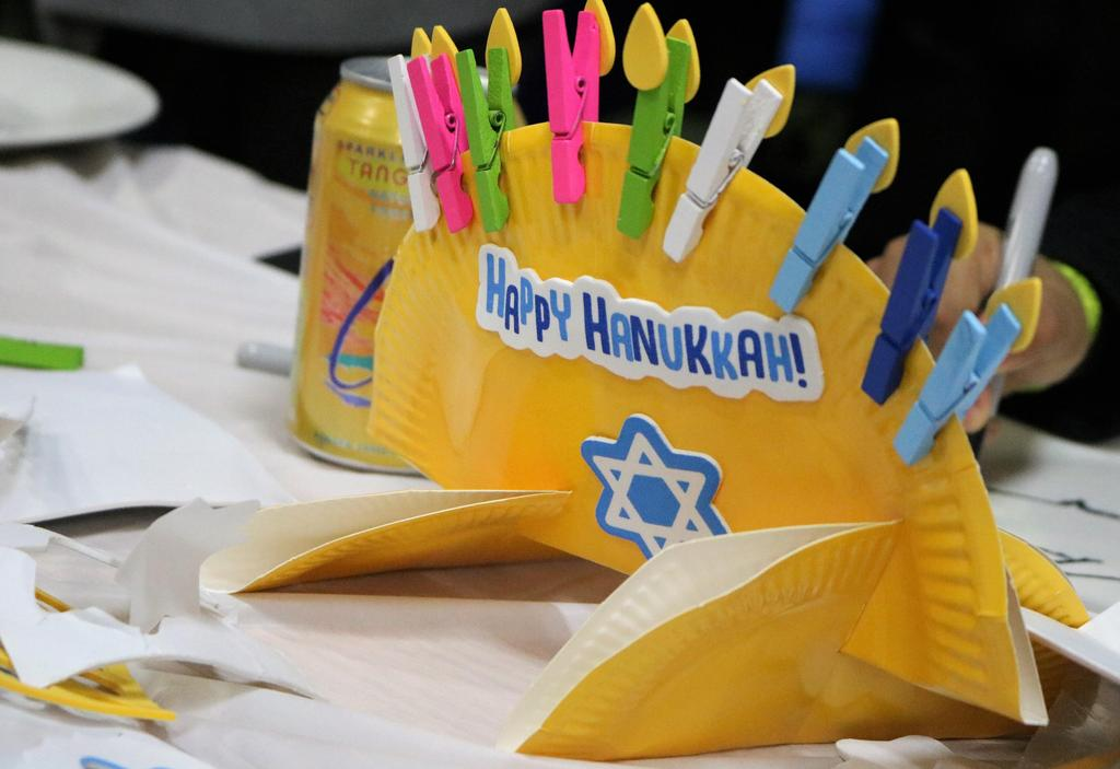 Photo of a Hannukah craft during McKinley Handmade Holiday event.