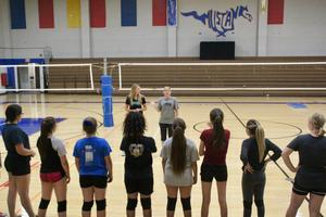 volleyball workout coaches line of players√√.jpg