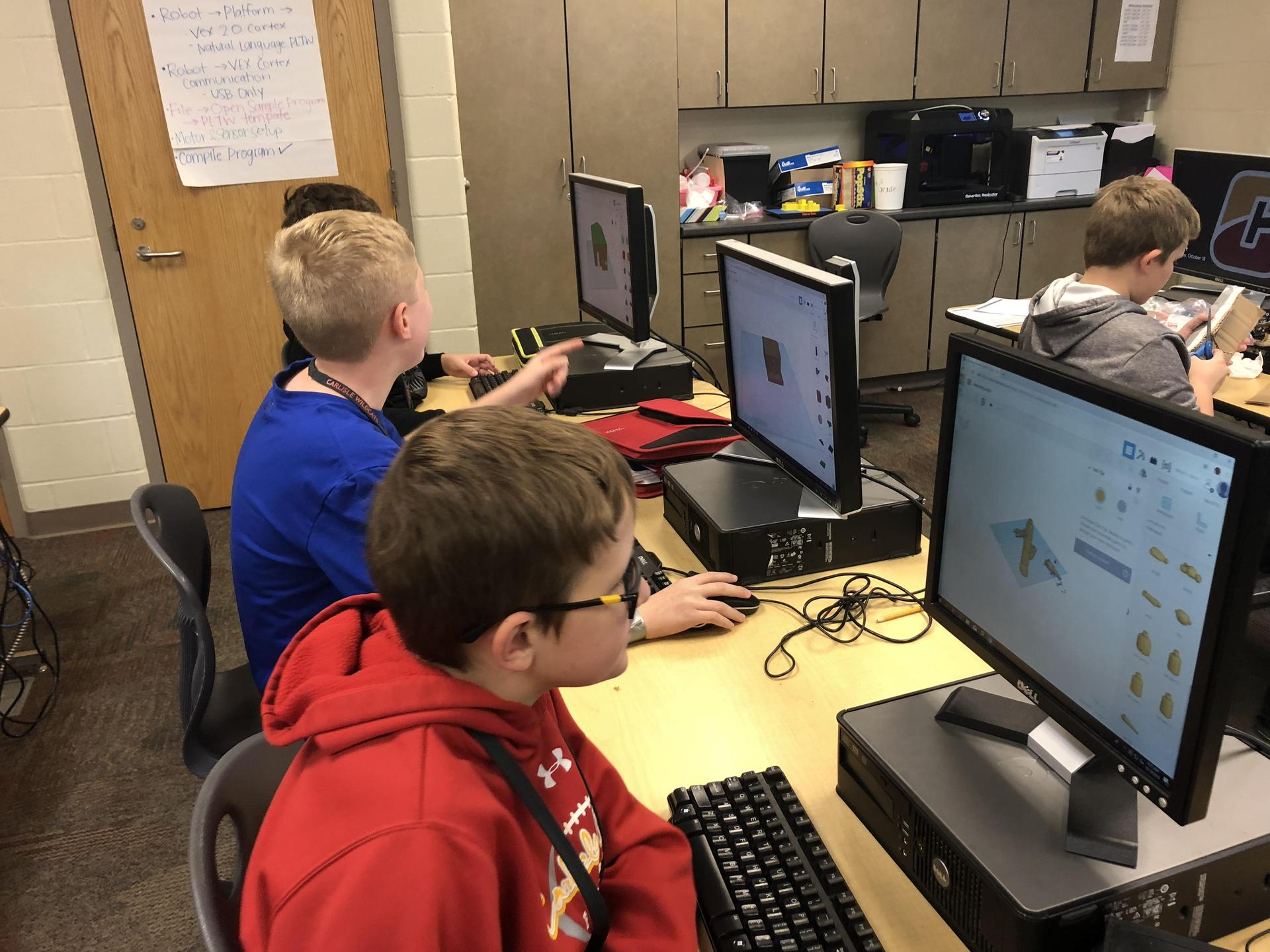 6th Graders designing 3d images in CAD software