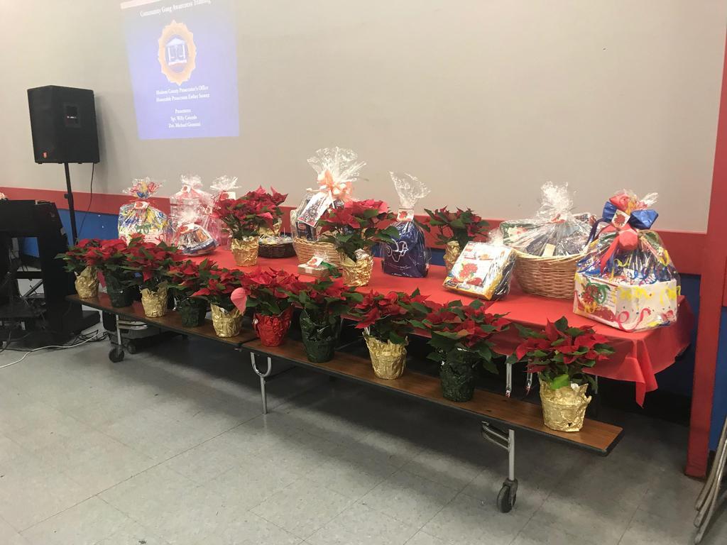 Christmas table with basket prizes