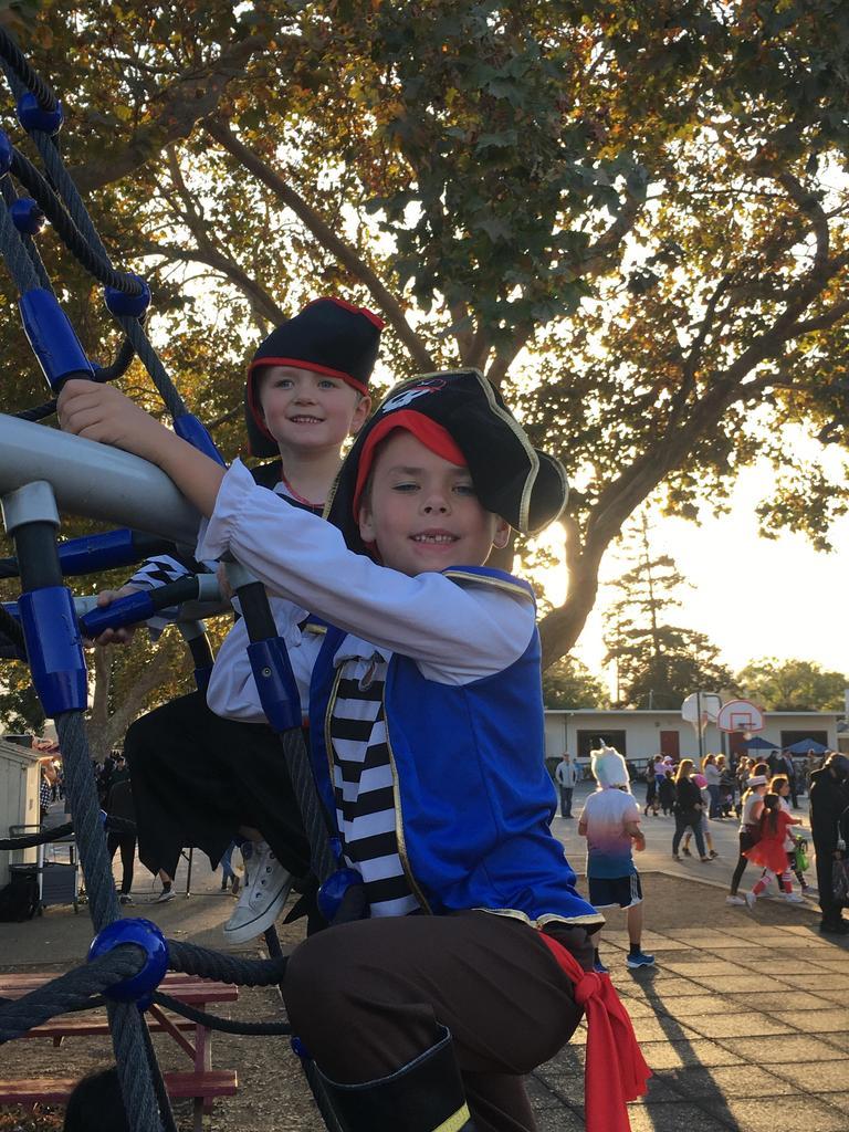 boys dressed as pirates