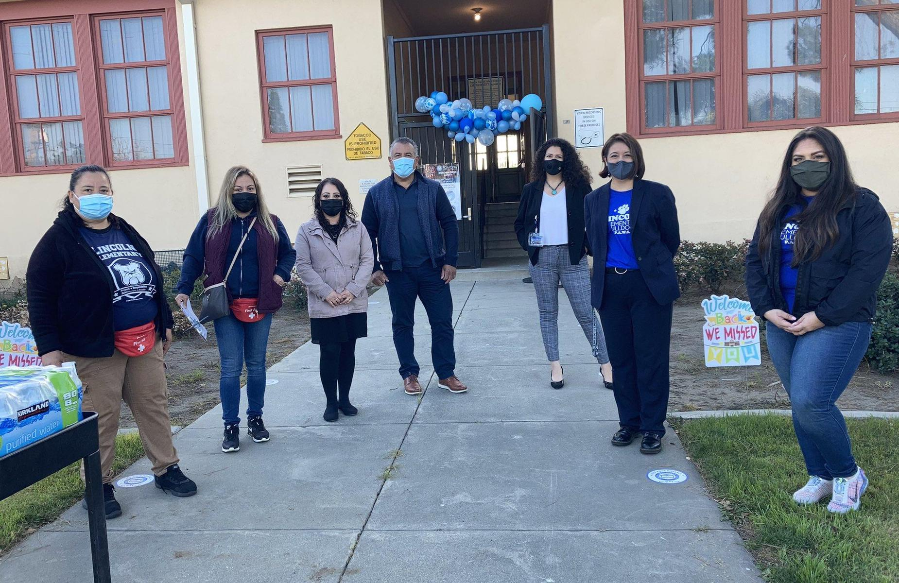 Welcome Back Lincoln Elementary! Board Member Lorena Gonzalez and Superintendent Martinez Welcoming Students! #proud2bepusd   Schedules available at: https://proudtobe.pusd.org/apps/pages/covid19studentupdates
