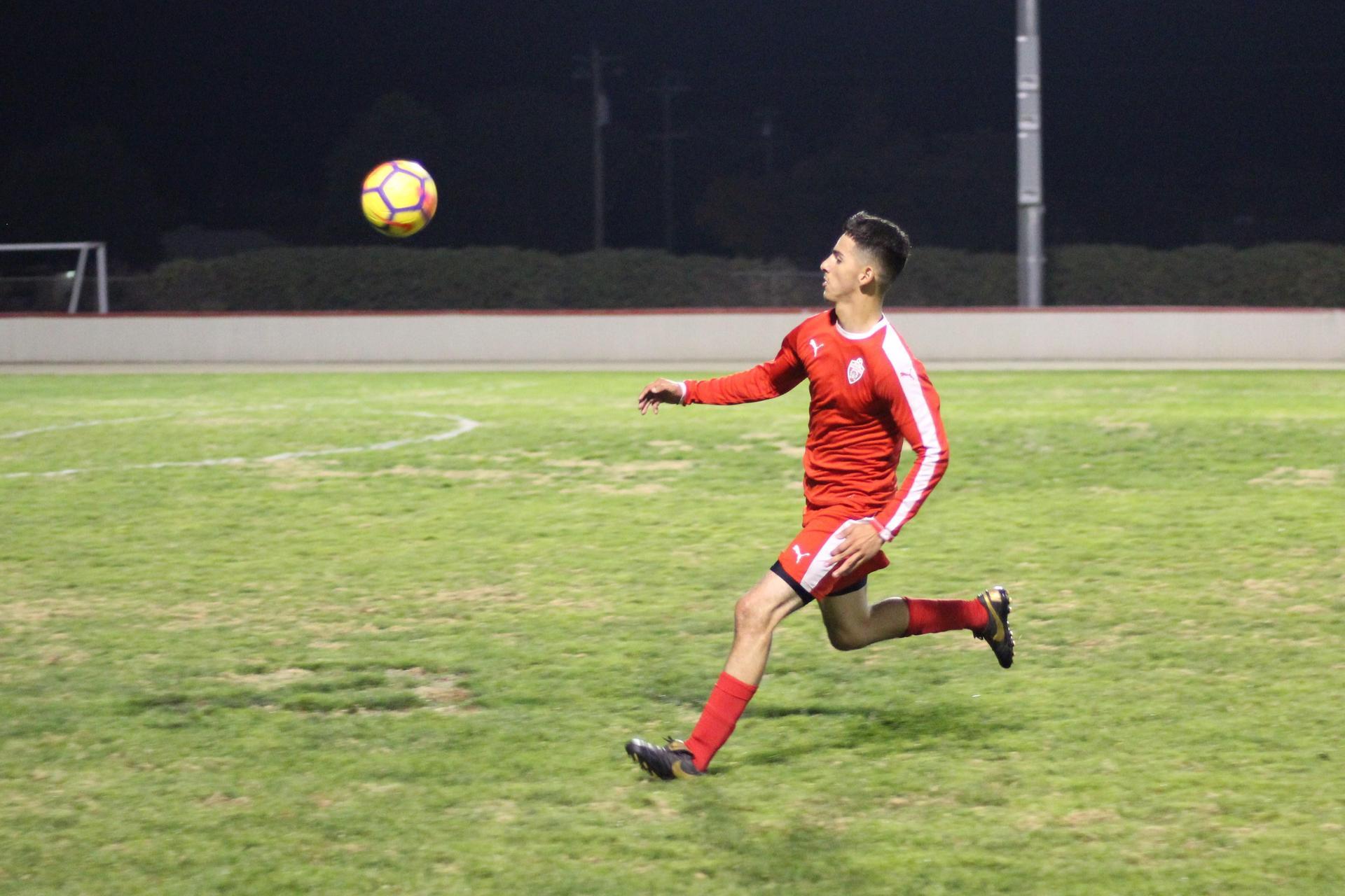 Christian Fernandez running after the ball