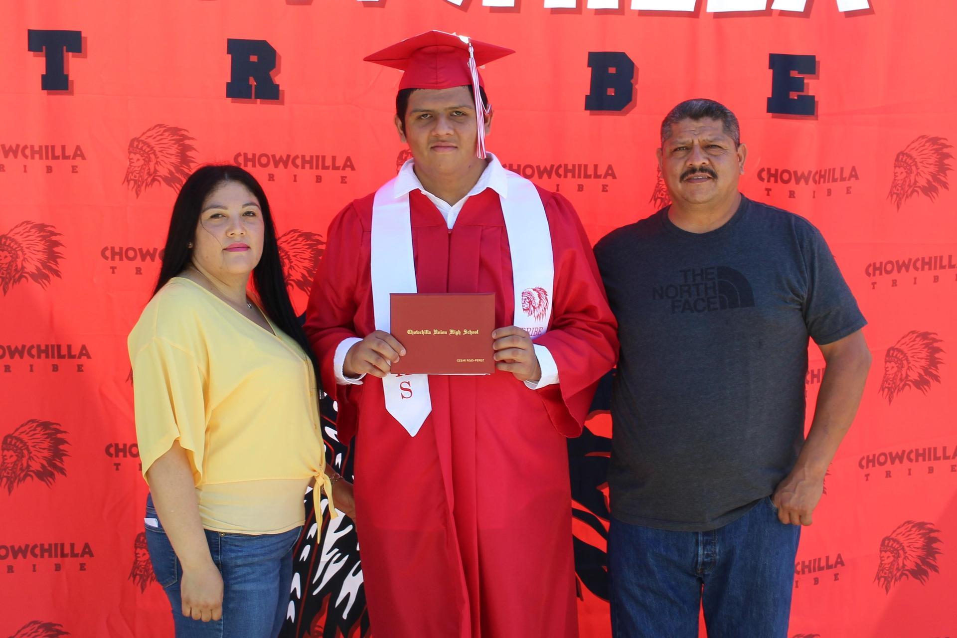 Cesar Rojo Perez and family