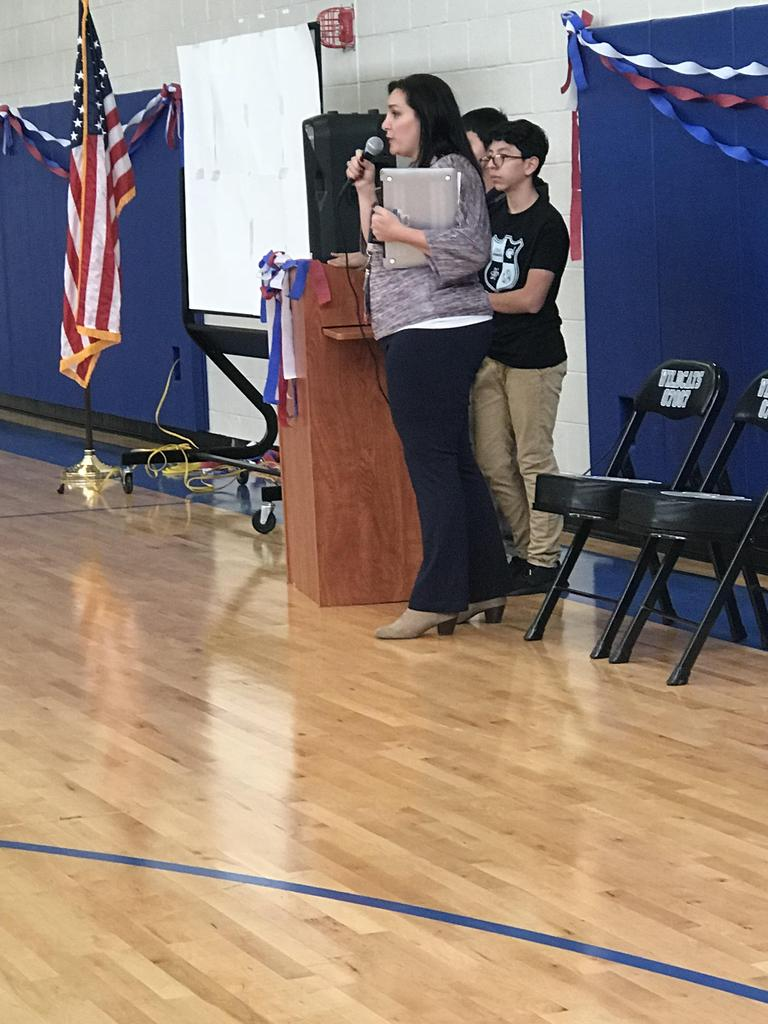 mrs. rojas welcoming all to the veterans event