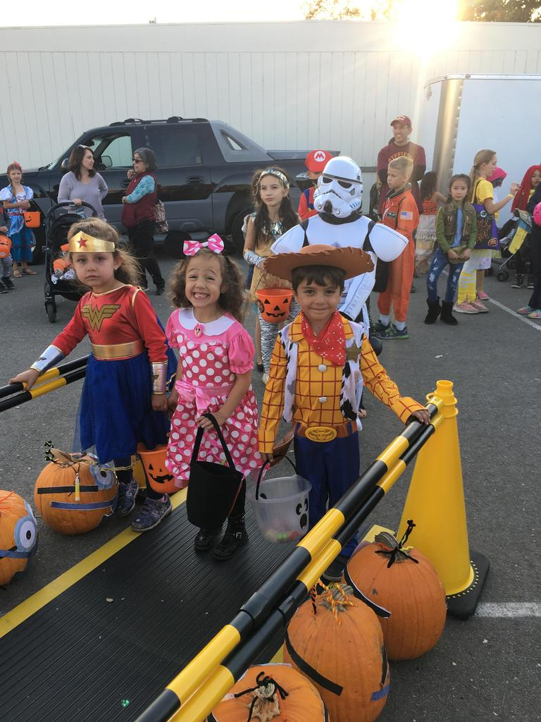kids dressed as wonder woman, minnie mouse and woody