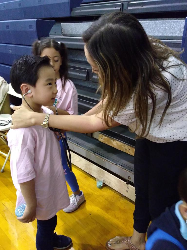 giving instructions how to use stethoscope