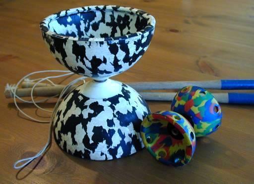 A picture of a Diabolo, a Chinese yo-yo.