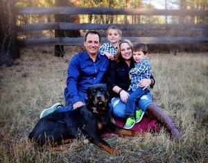 Picture of Melissa Leal and Family