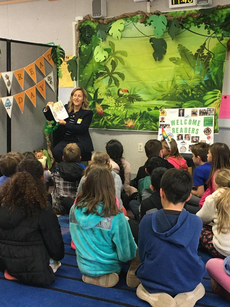 City manager reads to students