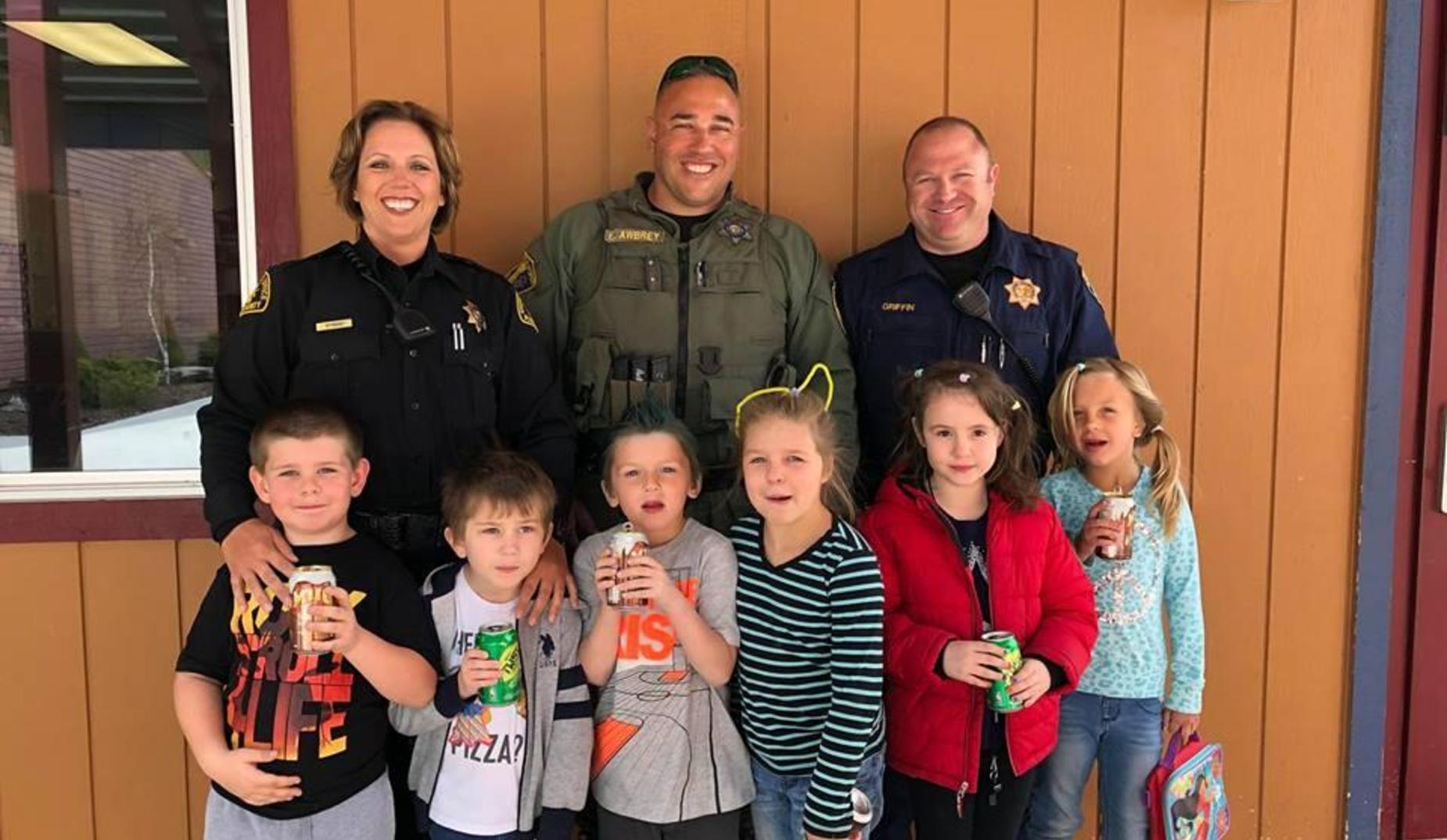 1st graders share a Pop with a Cop