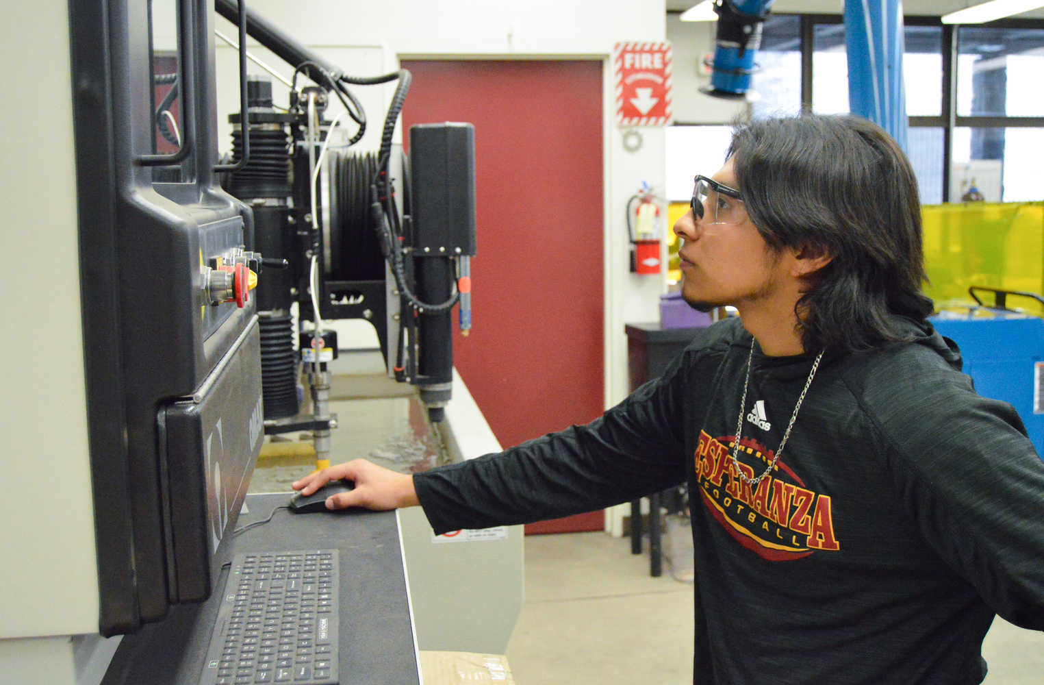 Esperanza student working in the Engineering and Manufacturing Academy.