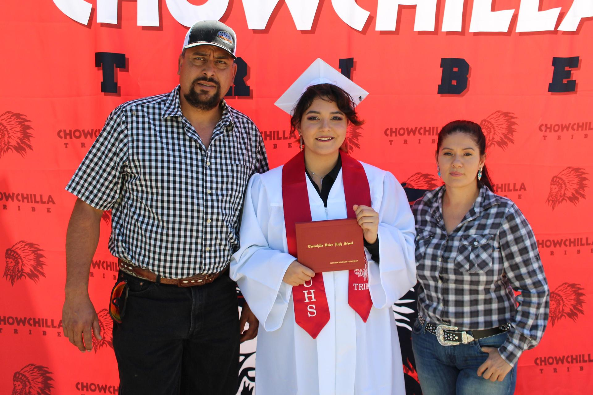 Alondra Villanueva and family