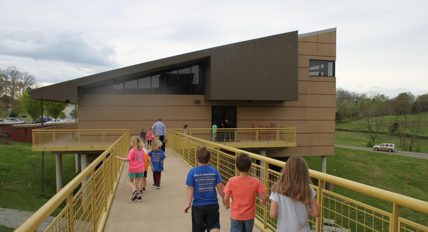 Kindergarten field trip to Hands On Discovery Center.