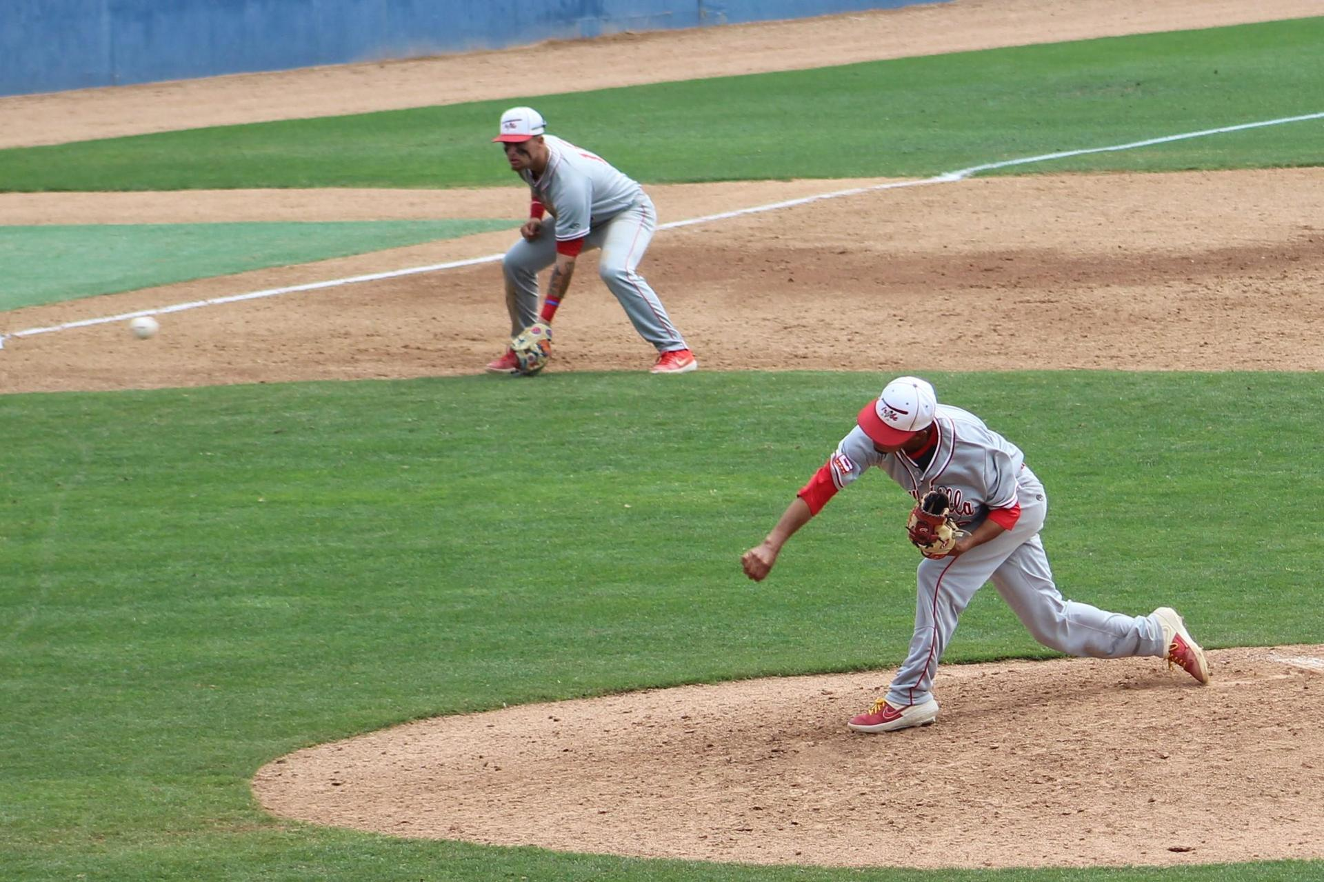 Nate Ramos pitches