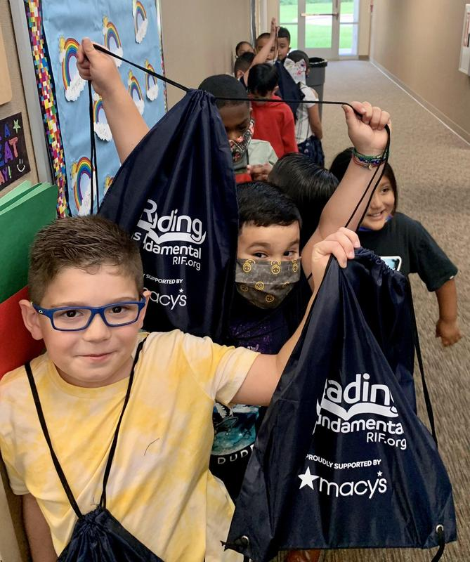 Love for reading spreads to Carroll Elementary Featured Photo