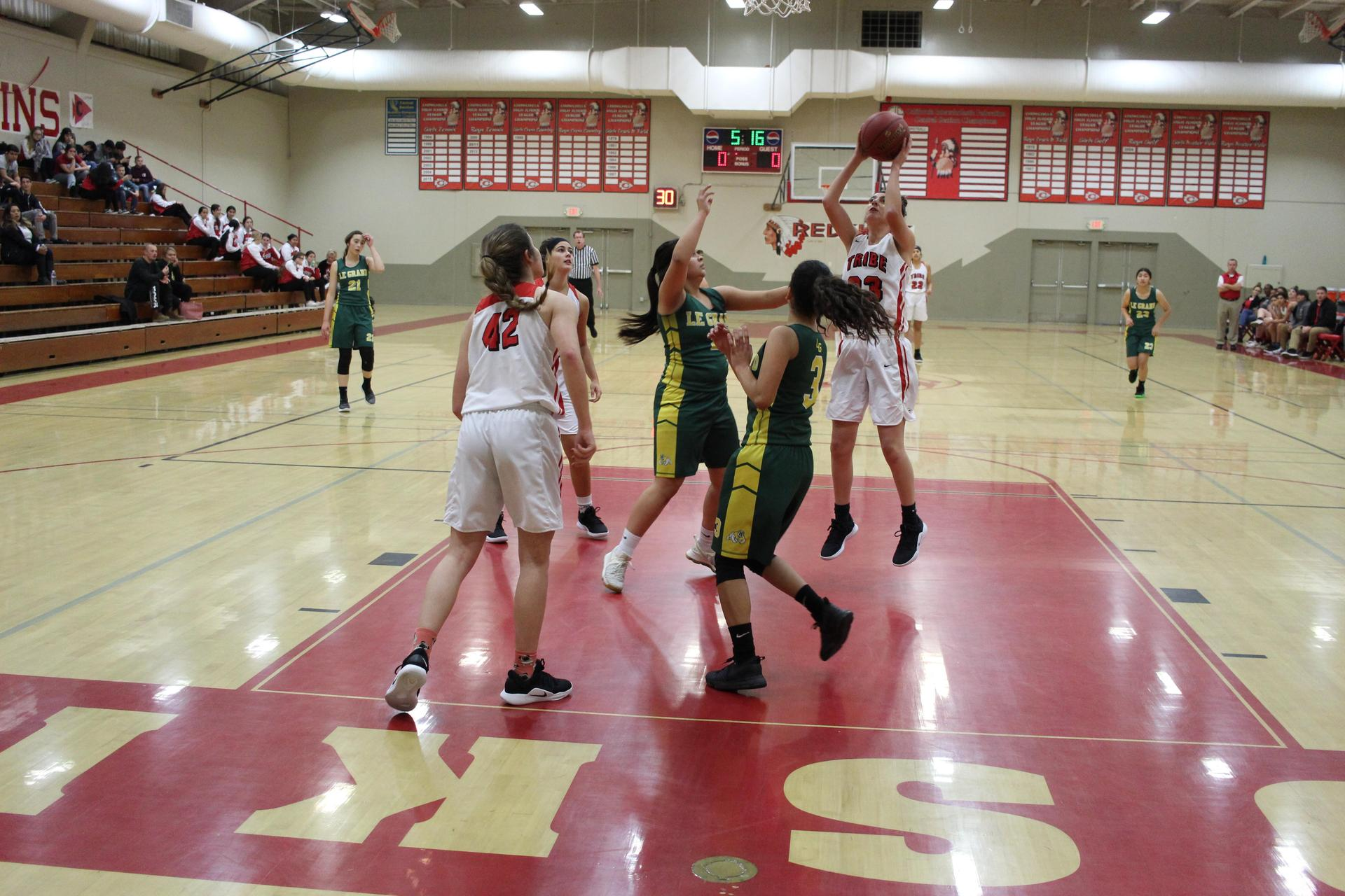 Varsity girls playing basketball against Le Grand