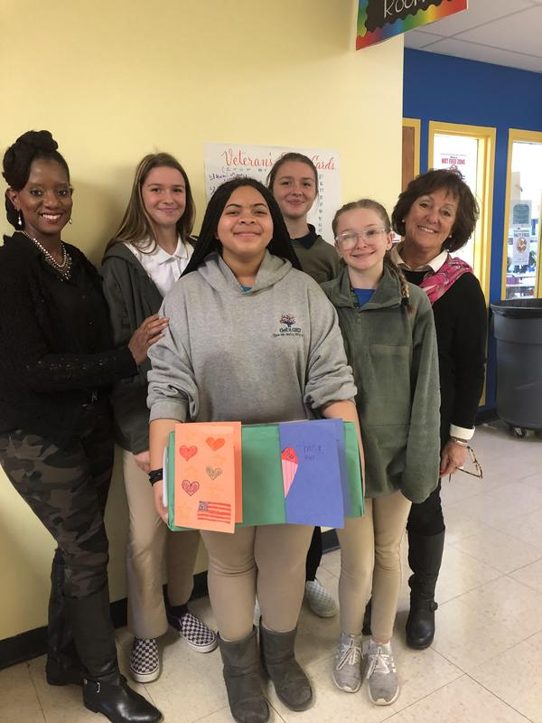 Gateway Students Bring 100 Cards to Veterans Featured Photo