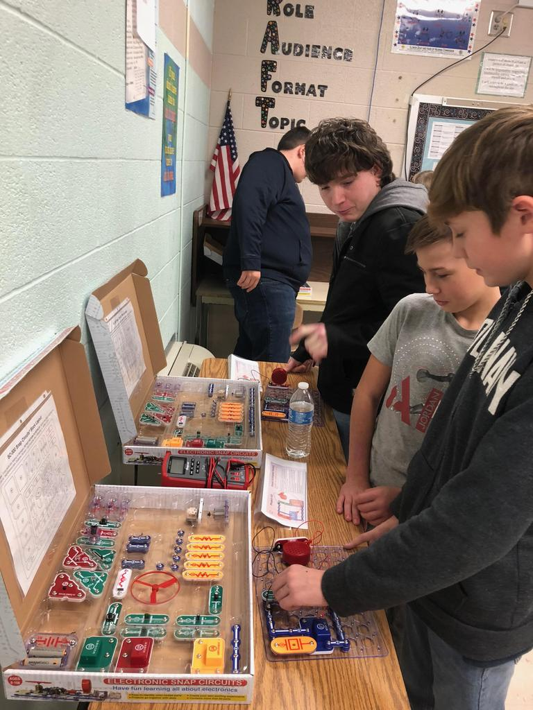 Mechatronics students teach CMS students about circuits