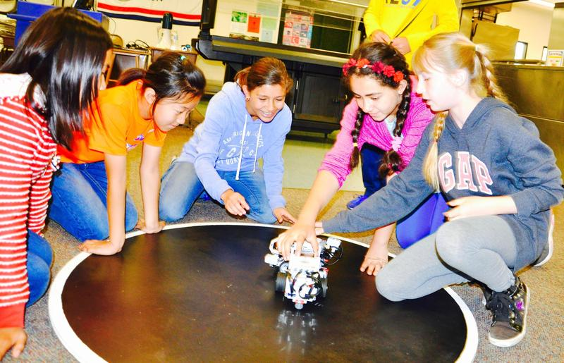 Evergreen 5th Graders Gear Up At Robot Rally Featured Photo
