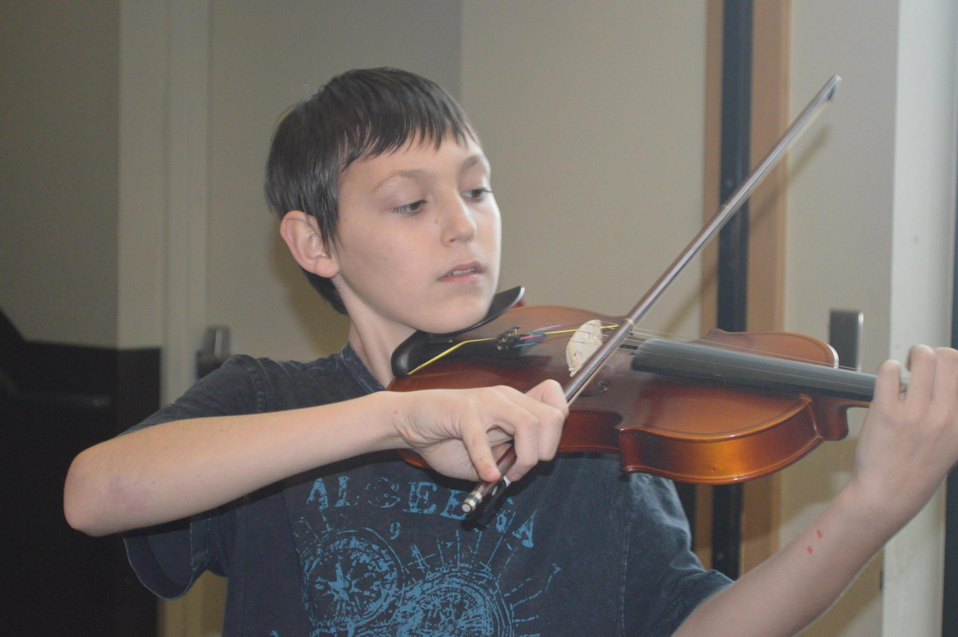 male student playing the violin