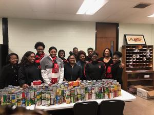 photo of Baker High Student Orientation Staff and students who collected canned goods to donate to the Baton Rouge Food Bank