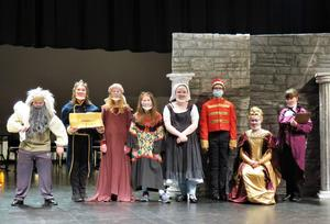 MS students prepare for their spring play.