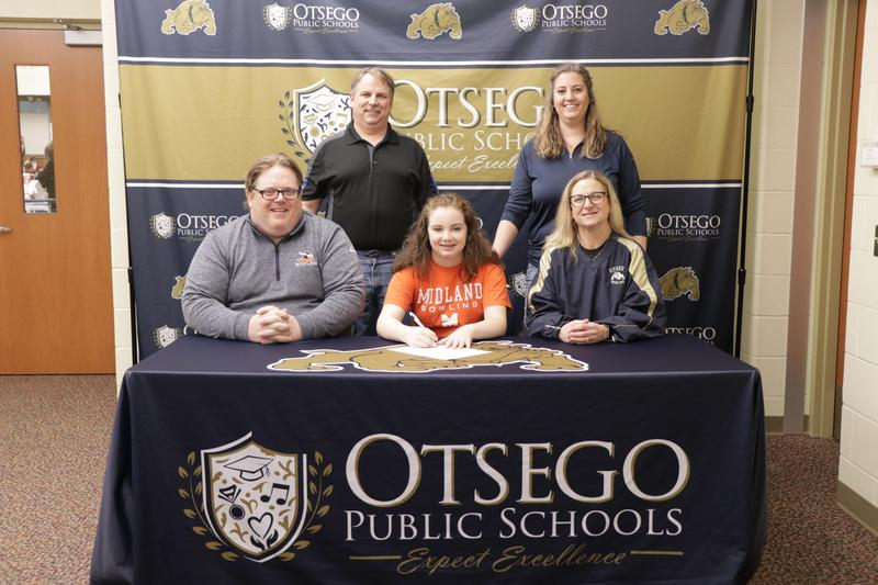 Mackenzie with her parents and coaches
