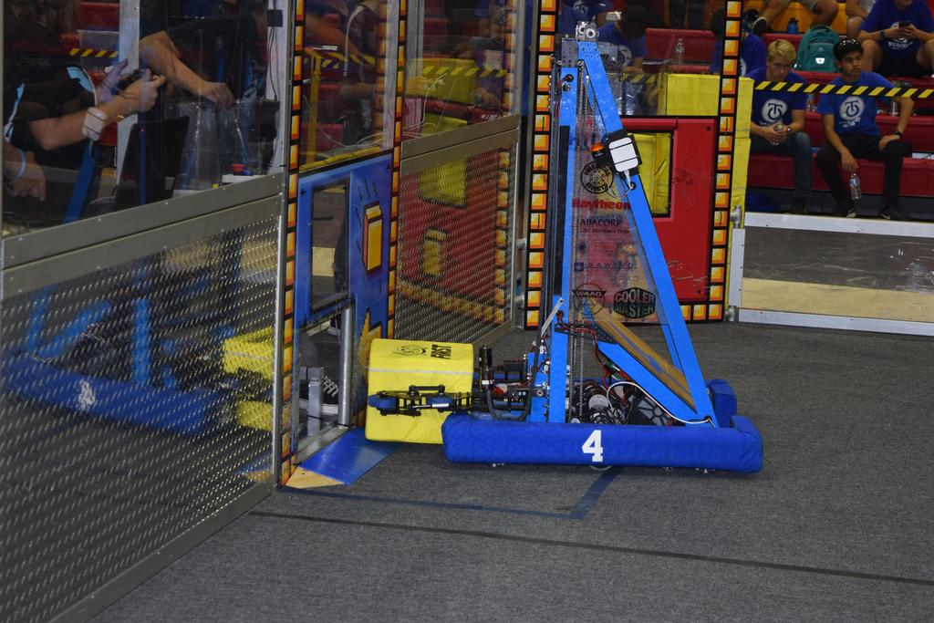 Main robot delivering Power Cube to human player