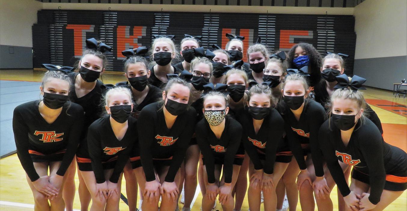 TKHS Cheer team.