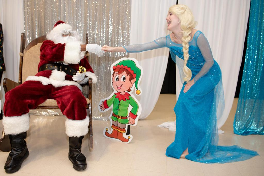 """Elsa from """"Frozen"""" shakes hands with Santa Claus"""
