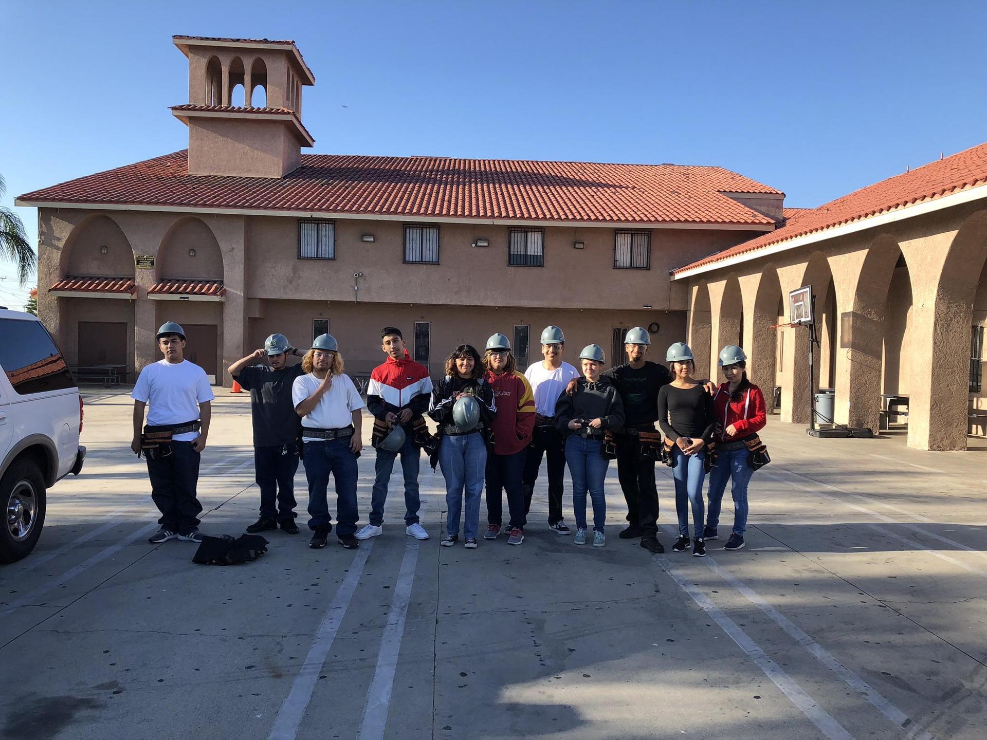 LA CAUSA construction students group shot