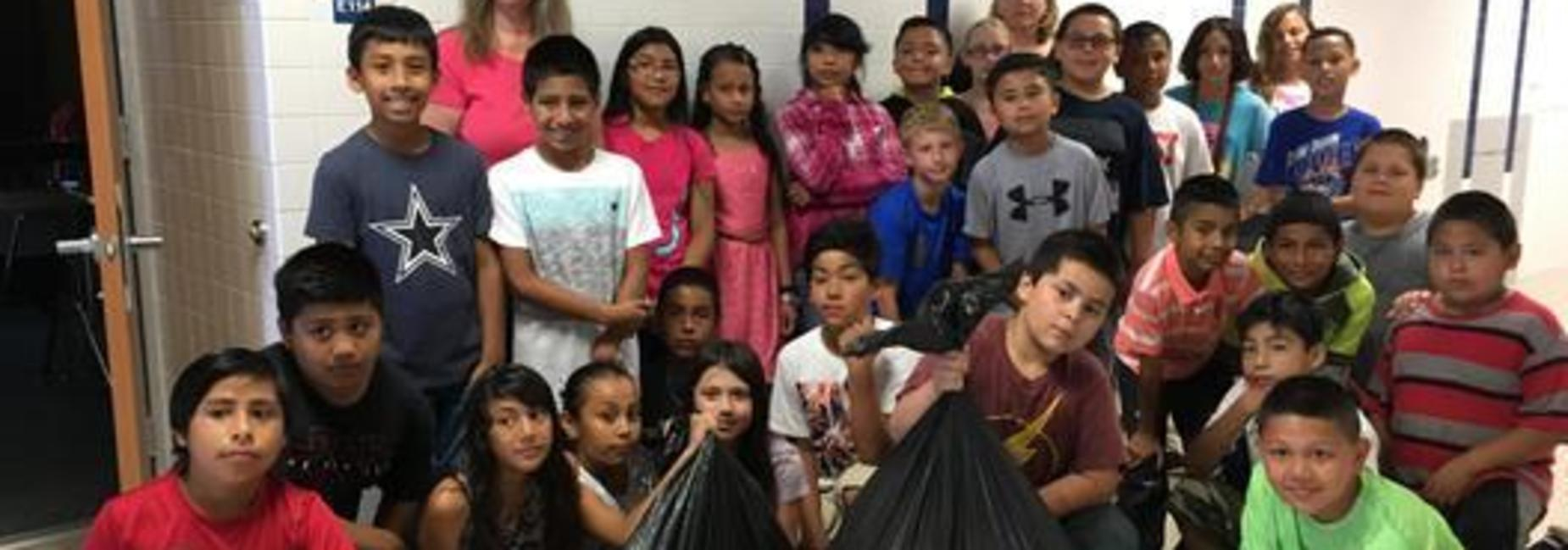 4th grade cleans up the campus