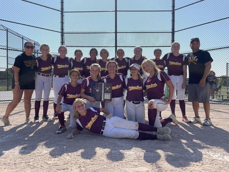 HCMS Girls Varsity Softball Team Defeats Homewood Hart Featured Photo