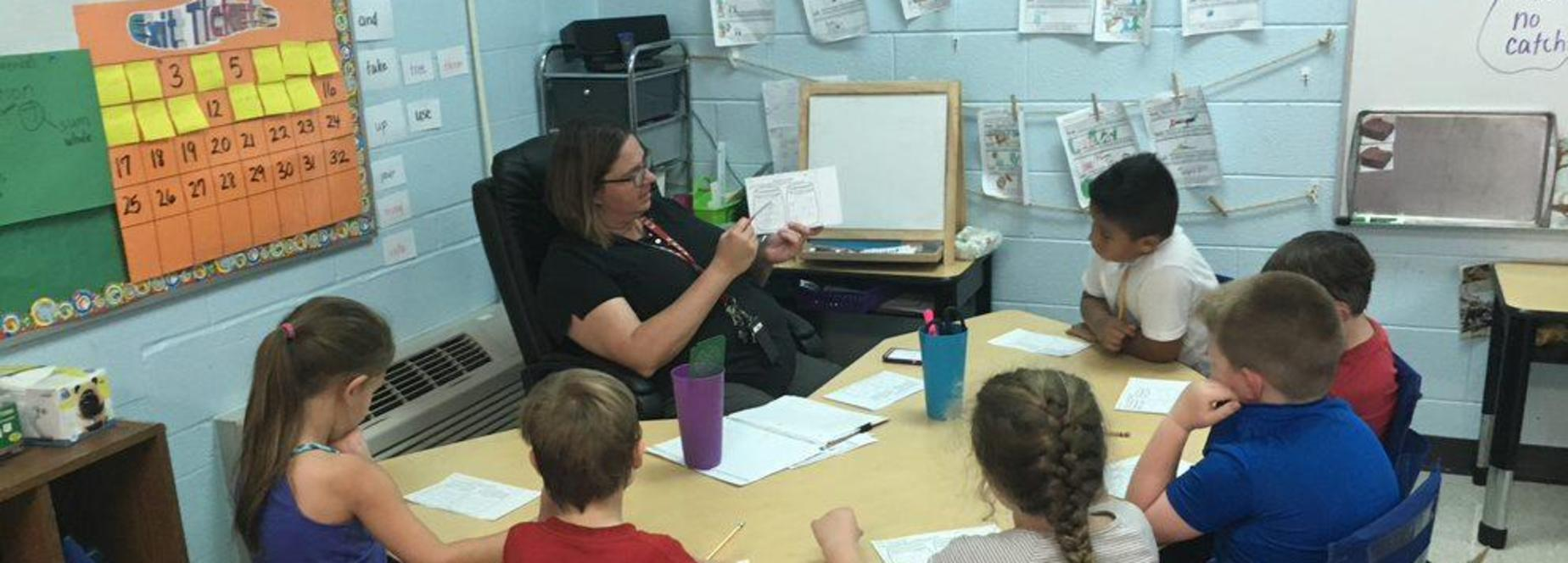 Kingston Springs Elementary School teacher Deanna Mealio instructs her students.