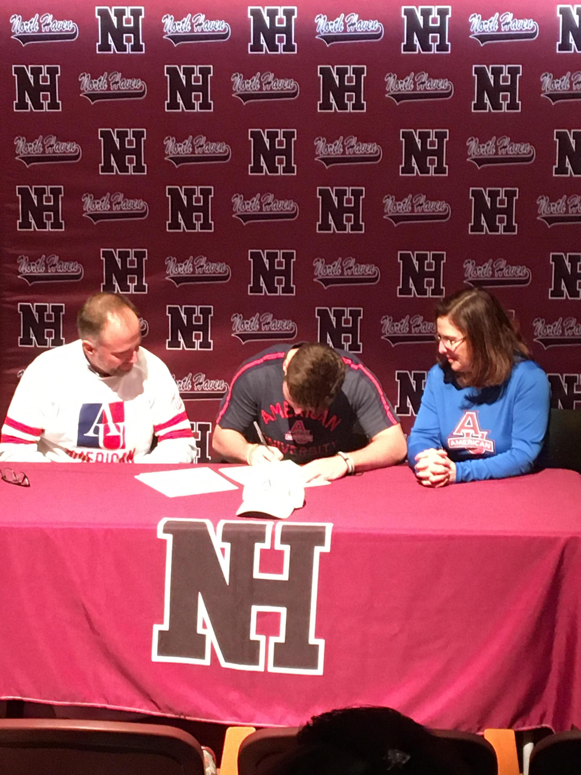 Evan Schweickert signs his NLI.