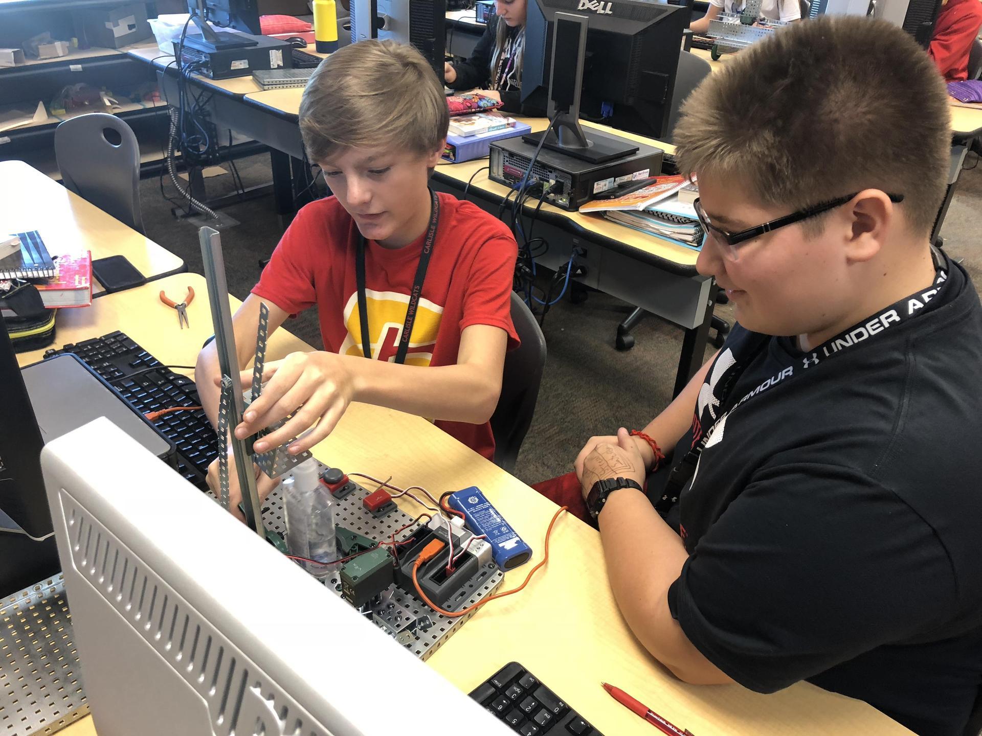 7th Graders building robots