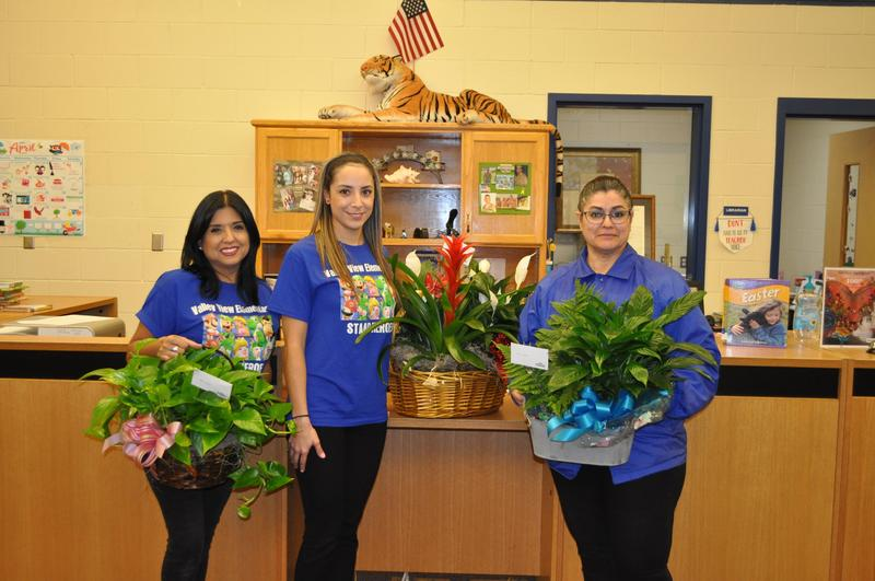 Valley View Elementary recognizes librarians and assistant principal on their national appreciation week. Thumbnail Image
