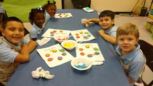 Daly's PRE-K Artists make Edible Colorwheels (4).jpg