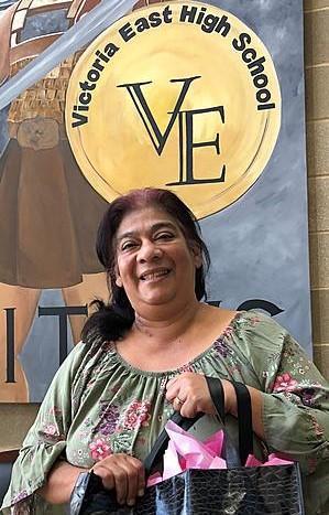 VEHS Teacher Mrs. Simmons Recognized in KIXS 108 Favorite Teacher Contest Thumbnail Image