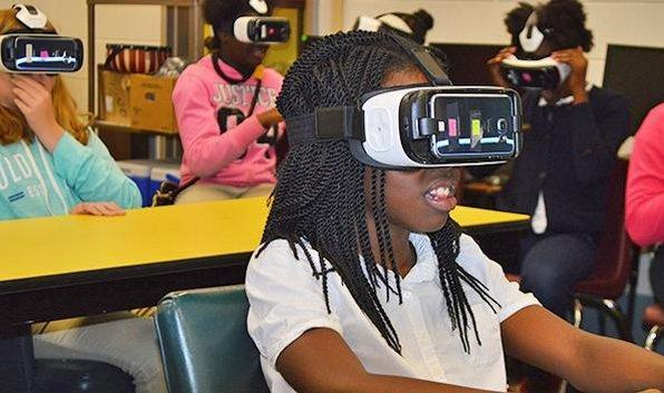 Students experiencing new technology