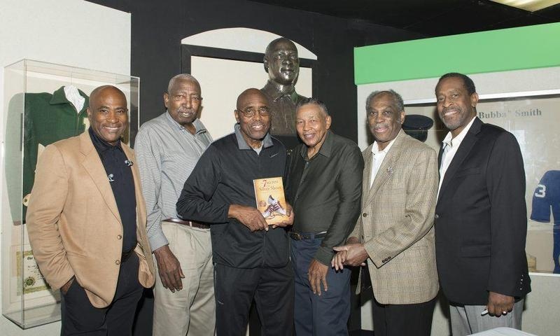 Washington Signing Becomes Mini-Reunion for Lincoln Featured Photo