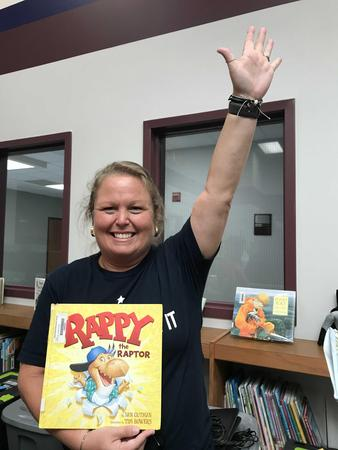 Picture of Mrs. Miers, ready to read!
