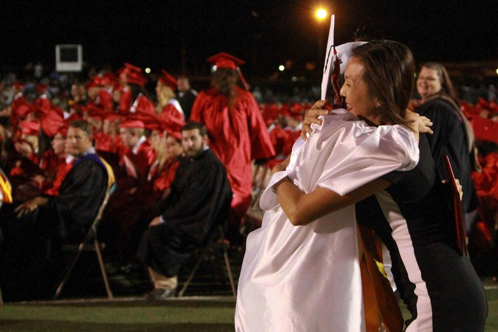 2018 victoria west high school valedictorian hugging her mother