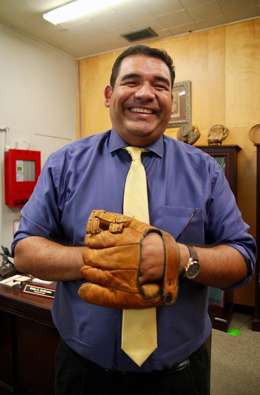 Ricky Anderson with baseball glove.jpg