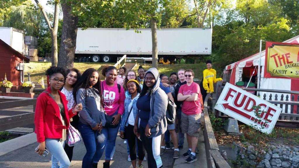 Group photo at Yates.