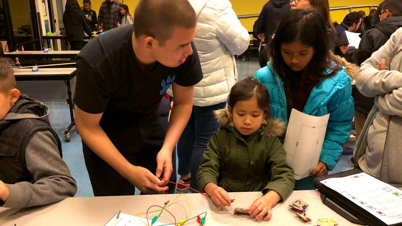 Cooperative learning at Decker's robotics night led by Lorbeer Middle School and Diamond Ranch students! We are PROUD to see the support our elementary students receive from their older mentors!
